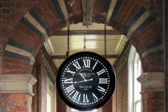 Station clock i